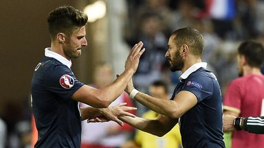 Olivier Giroud missed two good chances before he was replaced by Karim Benzema during France's win over Serbia
