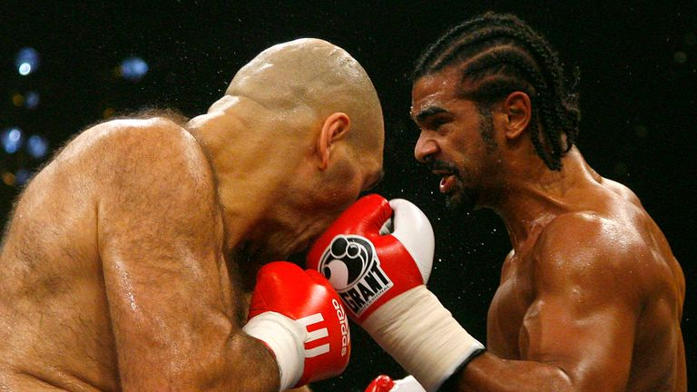 David Haye (R) was giving away height and weight to Nikolay Valuev