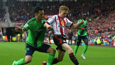Sunderland striker Duncan Watmore (right) has signed a new deal