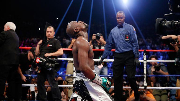 http://e0.365dm.com/15/12/16-9/20/floyd-mayweather-last-fight-mayweather_3389908.jpg?20151219121133