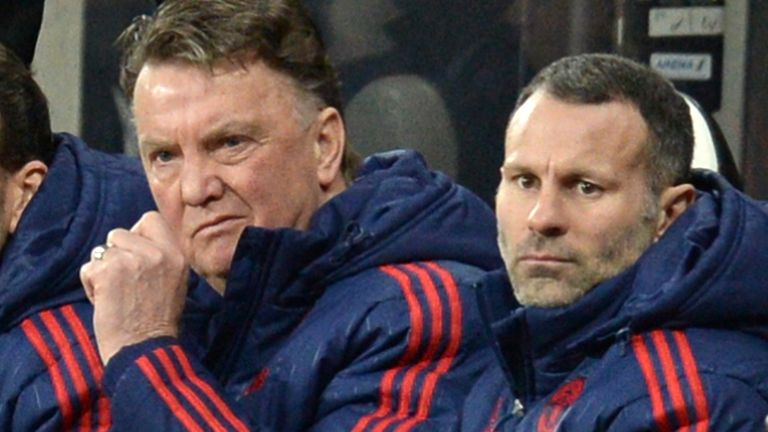Louis van Gaal (left) and Ryan Giggs on the Manchester United bench