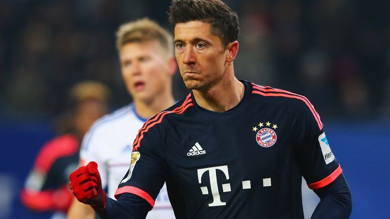 Robert Lewandowski celebrates after scoring a penalty for Bayern Munich against Hamburg