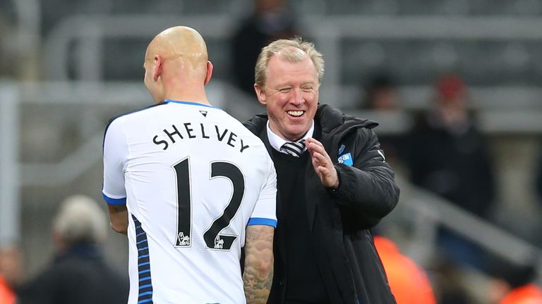 Steve McClaren congratulates Jonjo Shelvey after his Newcastle debut