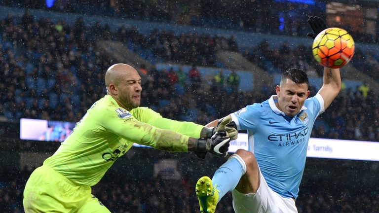 Tim Howard thwarts Sergio Aguero at the Etihad Stadium