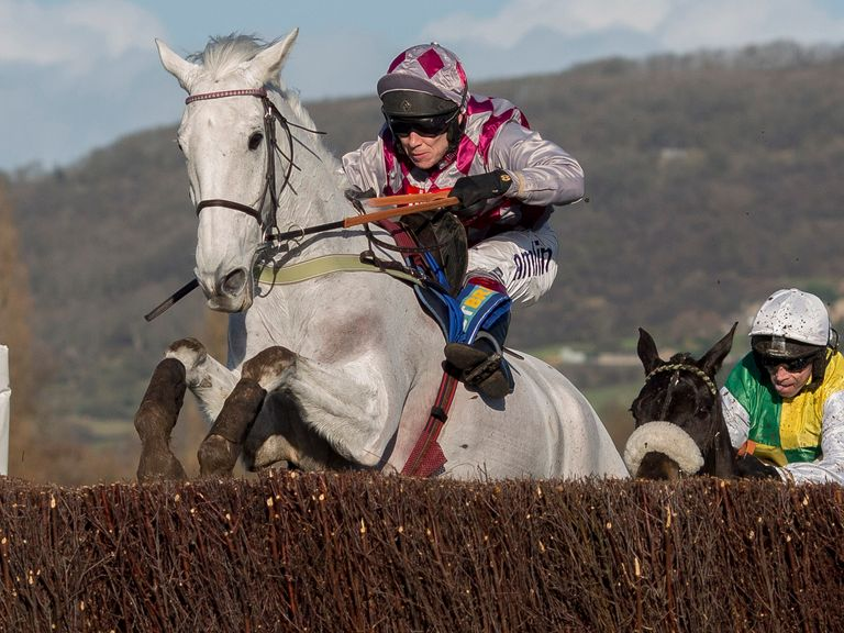Smad Place ridden by Richard Johnson wins on Festival Trials Day
