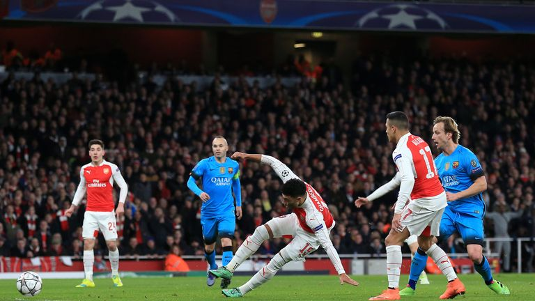 Arsenal's Alex Oxlade-Chamberlain misses a glorious chance in the first half