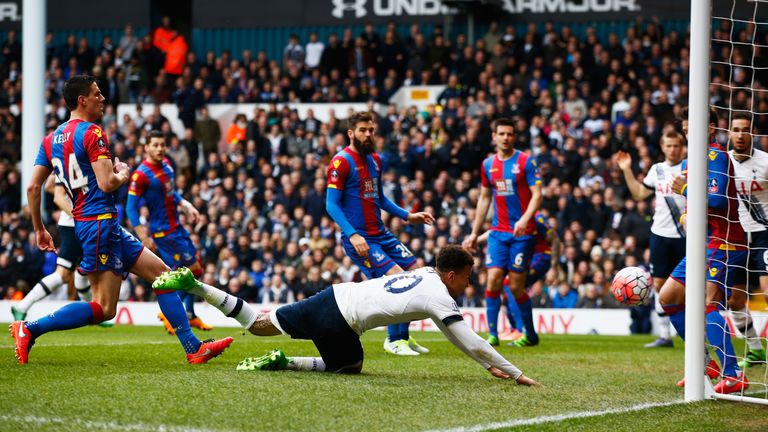 Dele Alli fails to score from close range