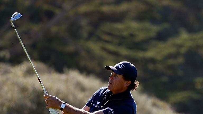 Mickelson kept a bogey off his card in his third round at Pebble Beach