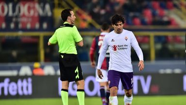 Fiorentina's Matias Fernandez leaves the pitch after being sent off