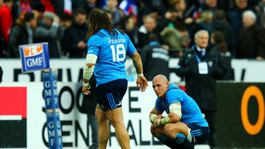 Sergio Parisse is dejected after missing his late kick