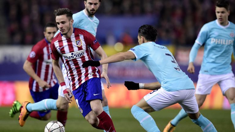 Atletico Madrid's Saul Niguez vies with PS defender Hector Moreno