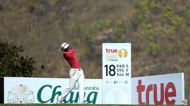 Piya Swangarunporn scorched to a course-record 63 to put the pressure on Hend