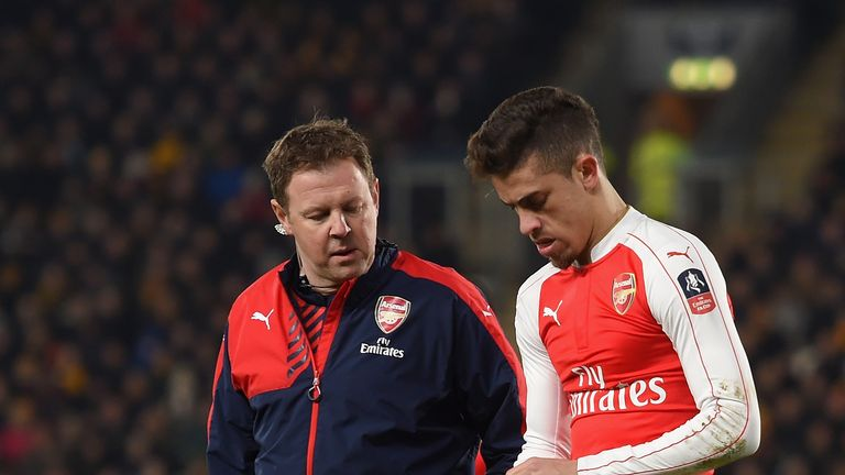 Gabriel leaves the field injured during Arsenal's fifth-round replay win at Hull