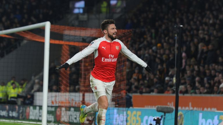 Olivier Giroud has scored five goals in his last five games in all competitions against Everton