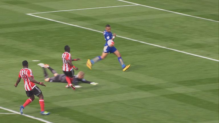danny-simpson-leicester-penalty_3442229.