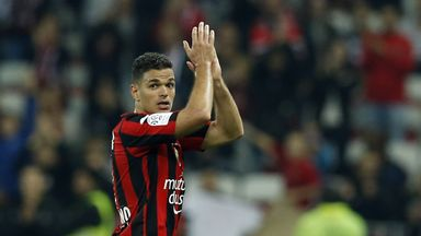 Hatem Ben Arfa applauds the fans after Nice's victory over Reims