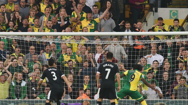 Dieumerci Mbokani scores for Norwich