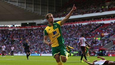 Steven Whittaker has signed fresh terms at Norwich