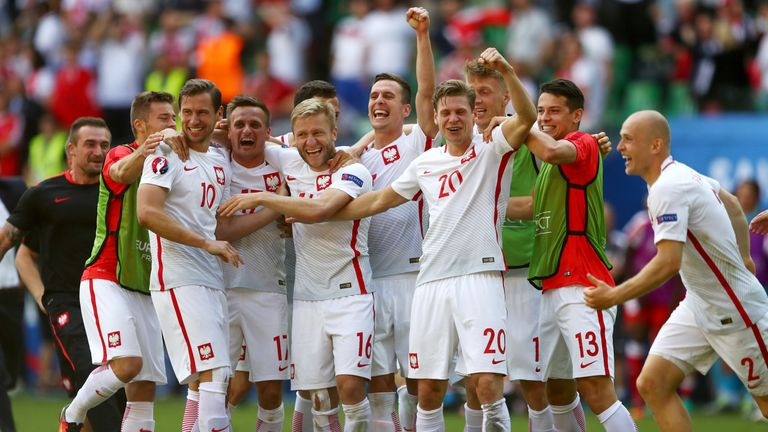Poland got through to the last eight after a shoot-out win over Switzerland