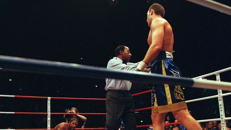 Vitali Klitschko strolls away after felling Mahone