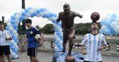 Argentina unveil Messi statue