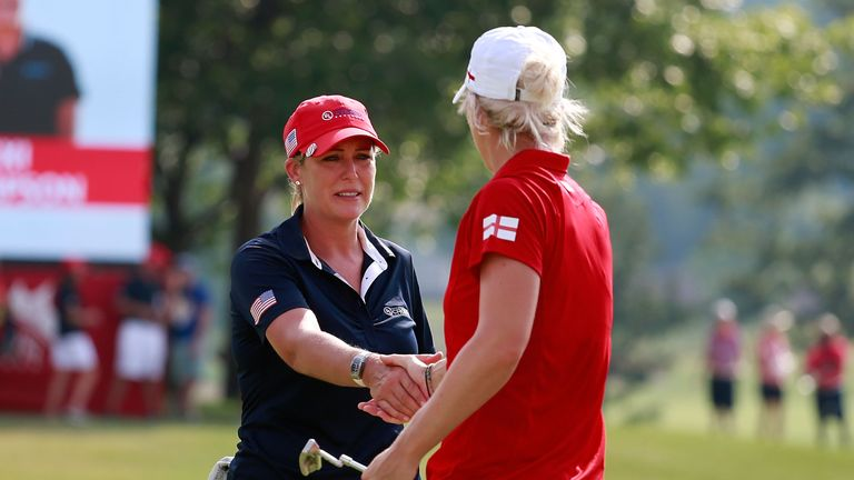 Kerr shakes hands with Mel Reid after her decisive 3&2 win