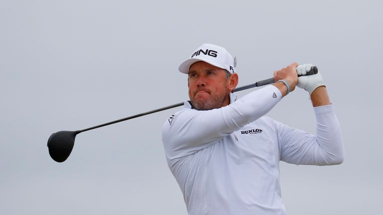 Leaders tee off in 3rd round of British Open