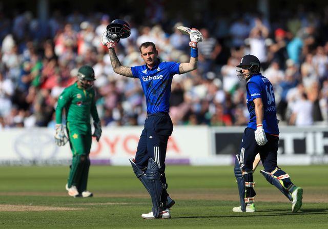 Record-breaking England beats Pakistan in 3rd ODI