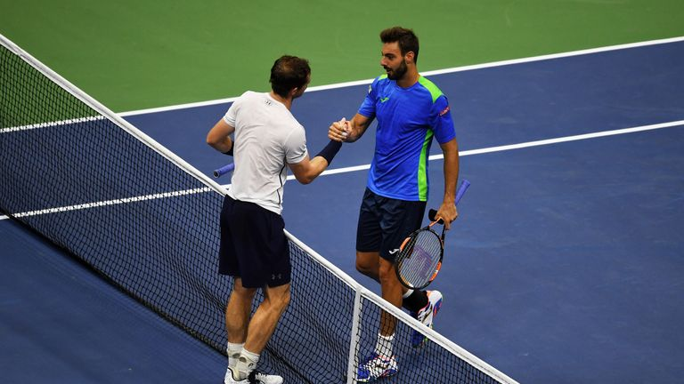 Andy Murray shakes hands with Marcel Granollers