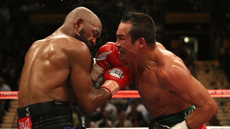 Joel Casamayor (L) trades blows with Juan Manuel Marquez