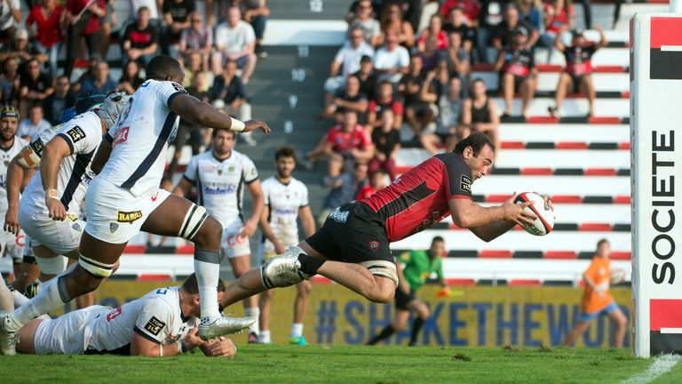 Mamuka Gorgodze dives over for the winning try against Clermont