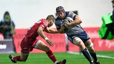 Connacht's Eoin McKeown is tackled by Liam Williams (INPHO/Camerasport)