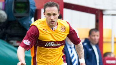 Former Motherwell midfielder Tom Hateley has joined Dundee