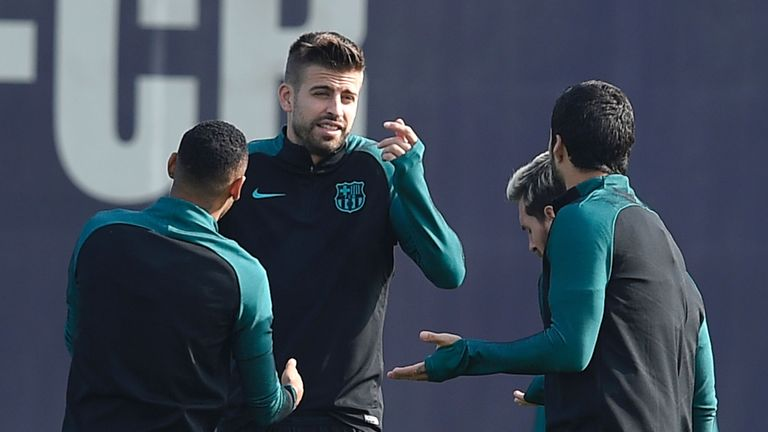An angry Pique makes his point to Suarez