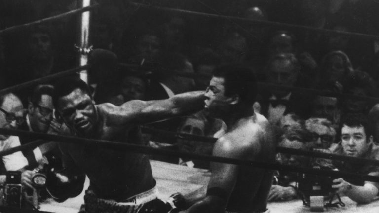 'Smokin' Joe Frazier's lost the trilogy with  Muhammad Ali 2-1