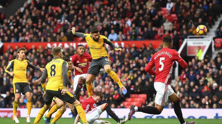 Olivier Giroud impide el triunfo del Manchester United