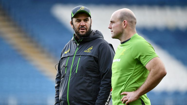 Michael Cheika (L) is expecting a physical game at Twickenham