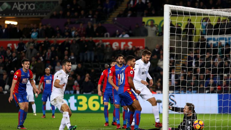 Fernando Llorente's goal gave Swansea a 5-4 win over Crystal Palace
