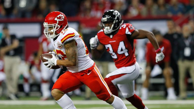 Albert Wilson catches a pass against the Atlanta Falcons