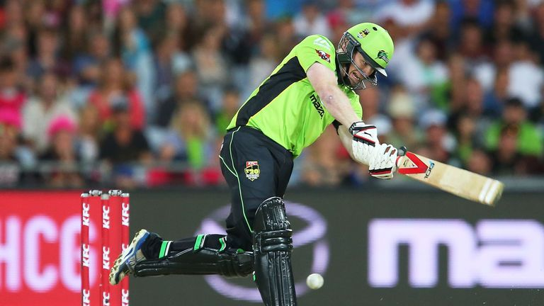 Eoin Morgan hit a final-ball six to earn the Syndey Thunder a thrilling win in the Big Bash