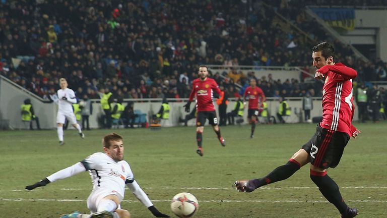 Henrikh Mkhitaryan's superb solo goal guided Manchester United into the Europa League last 32