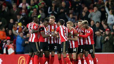 Sunderland's Jan Kirchhoff (third left) celebrates his goal against Leicester