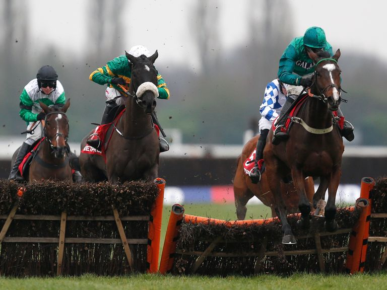 Messire Des Obeaux impressed in winning the Challow Novices' Hurdle