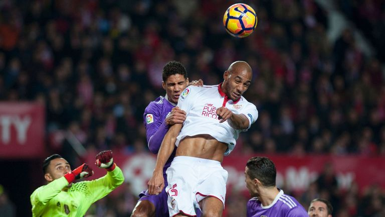 Steven N'Zonzi came closest to scoring for Sevilla in the first half