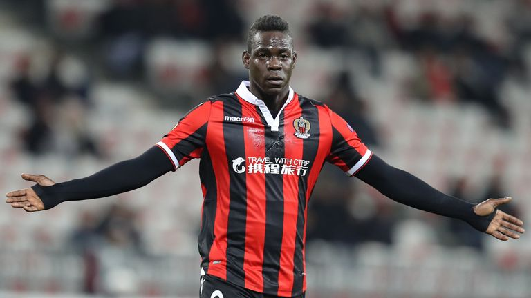 Mario Balotelli signs one-year contract to remain with Nice