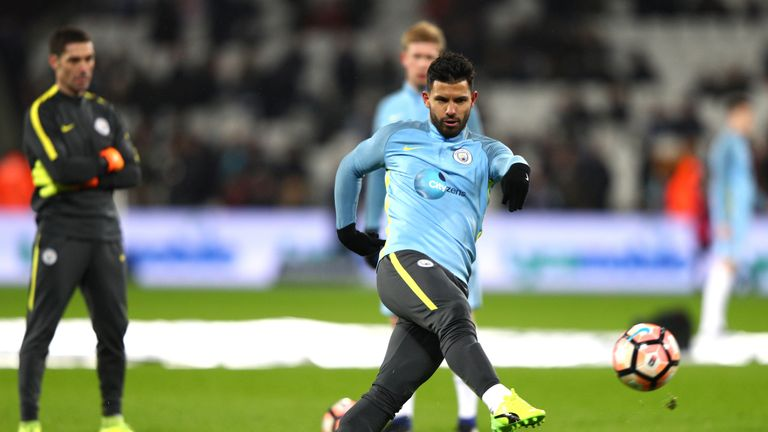 LONDON, ENGLAND - JANUARY 06:  Sergio Aguero of Manchester City warms up prior to The Emirates FA Cup Third Round match between West Ham United and Manches