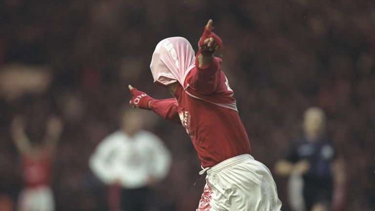 Ravanelli's trademark celebration after a Boro goal against Manchester United