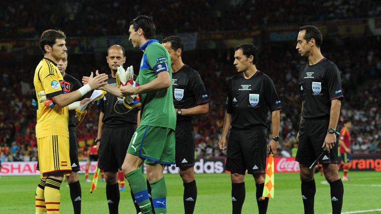 Veteran goalkeepers Gianluigi Buffon (right) and Iker Casillas will go head to head again in the second leg in Turin
