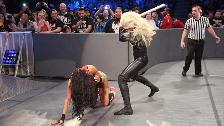 WWE - Maryse attacks Nikki Bella