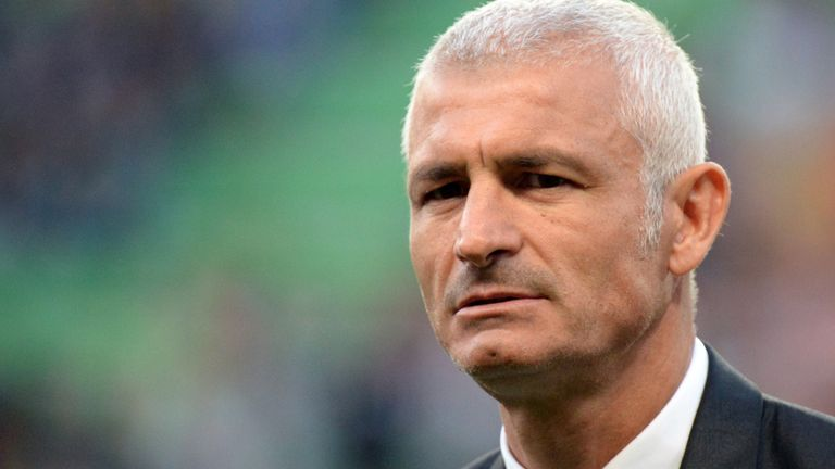 Fabrizio Ravanelli is interested in the Dundee job